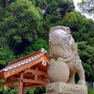 〒731-0154 広島県広島市安佐南区2-51-31 田中山神社にてさざれ石や拝殿を参拝し、マスクを着けた狛犬に会う。