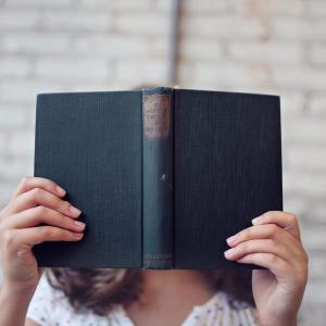 【無駄】自己啓発本をなんとなく読んでも人生変わらないし意味ない
