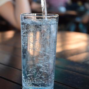 炭酸水を飲んで身体の中から健康に