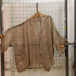 薄い麻のジャケット