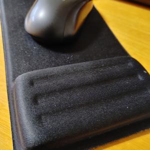 ダイソーのリストレスト付きマウスパッドが快適💻️