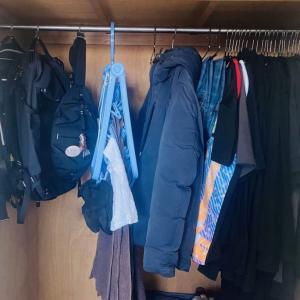 【実例4選】ミニマリストは服をどうやって収納してる?