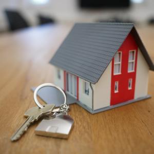 【26人調査】ミニマリストが住んでる物件の家賃はいくらなのか?