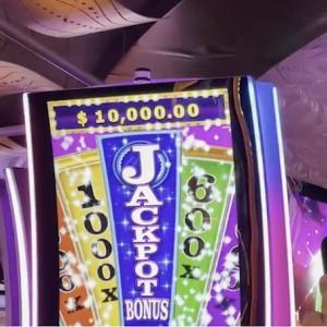 カジノで1万ドル(約110万円)の大当たり!!!