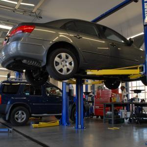 ディーラー車検のメリット・デメリット・値段を考える