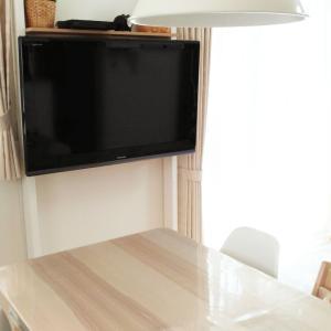 賃貸OK!壁に穴を開けず壁掛けテレビ!?便利グッズを使った簡単設置方法!