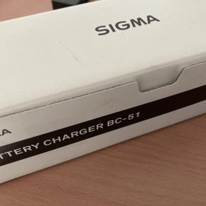 SIGMA fpの電子ファインダーを購入したときにはこれ!!「SIGMA BATTERY CHARGER BC-51」で追加充電できるようにする。