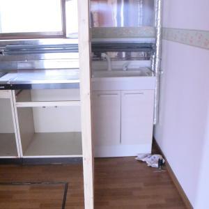 ヘンな場所にある洗面所(洗面台)周りをDIYでどうにかしたい
