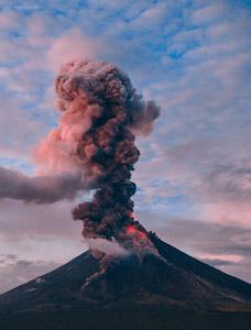 世界各地で噴火多発。富士山は噴火するかもと専門家と南海トラフ