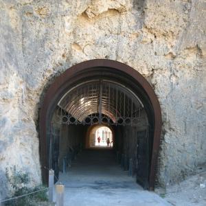 風景を見ていた:パース フリーマントルの街へ 石のトンネルを抜ける