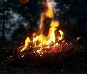 【焚き火初心者向】焚き火に火を点ける方法まとめ
