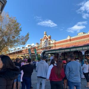 週末のフリーマントルマーケットは激混みでした