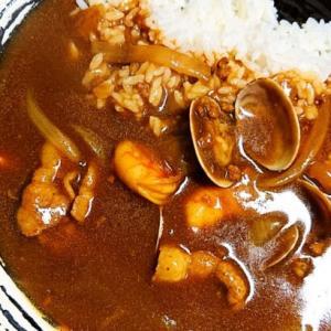 少しだけ贅沢に!魚介の旨味たっぷりみんな大好きアサリとエビのシーフードカレー