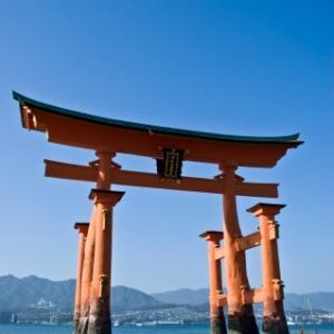 厳島神社の鳥居は腐食していないの?どうして倒れないの?