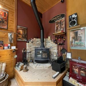 暖炉のショールーム