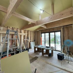 勾配天井と大きな梁