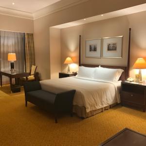 隔離ホテルは…ザ・リッツ・カールトン・ジャカルタ・メガ・クニンガン