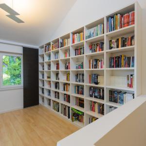 【幼児】図書館を絵本棚代わりに利用します。
