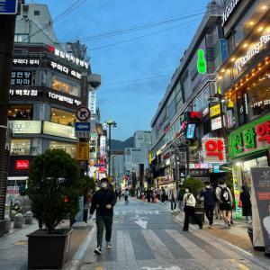 釜山の繁華街、西面の朝は?