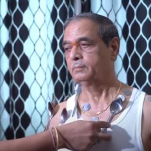 【マグネットマン】アストラゼネカのワクチンを2回接種したインド人がスーパーパワーを手に入れる