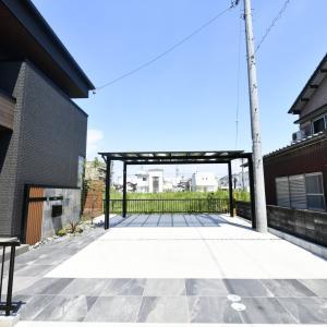 工夫された門柱デザインが魅力的な新築外構現場完成です。