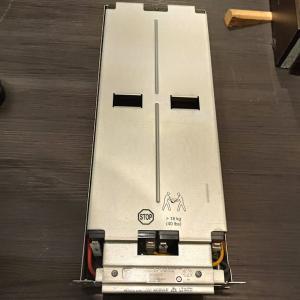 APC SmartUPS 3000のバッテリ交換