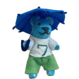 小学生男子の傘の使い方 経験からわかる常備しおきたい傘の本数とは