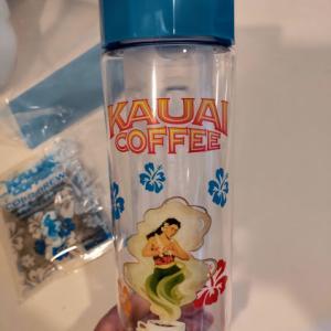 成城石井でみつけたカウアイコーヒー、水出しボトルがかわいい。