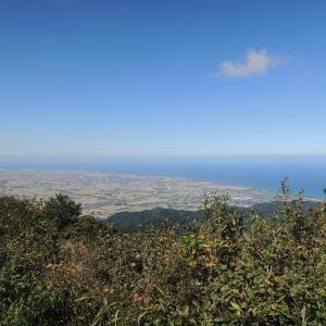 青空と海 南保富士を七重滝・猪山経由で登って西山用水跡を歩いて来た~