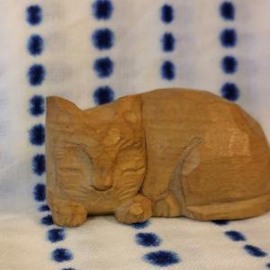 私のお気に入り1.小学生の思い出『木彫りの眠り猫』