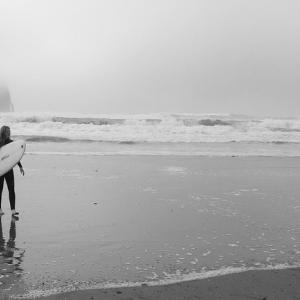 【サーフィン・雨】初心者は意外と知らない!雨のサーフィンのメリット
