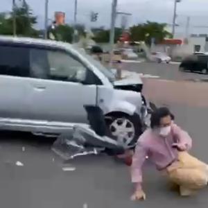 【リアルGTA?!動画アリ】北海道苫小牧市で軽自動車が暴走 自転車の男性を吹き飛ばす