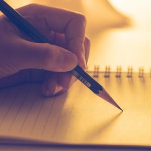 紙と鉛筆で書いていくとアイディアが生まれてくる