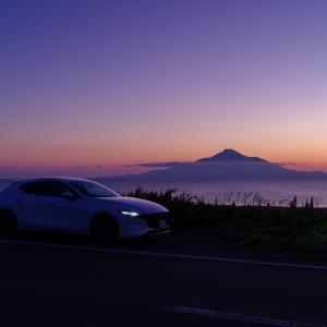 利尻富士の夕焼けと愛車を撮る