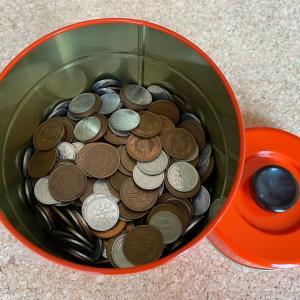小銭貯金をゆうちょ銀行へ。硬貨が取り出しやすい財布。