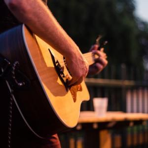 【初心者必見】簡単に弾けるギター曲