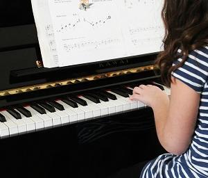 もうピアノは弾かないと決めた日-早期教育が落とす影