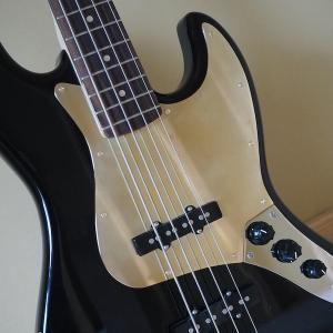 楽器のピックガードを真鍮にカスタマイズ。