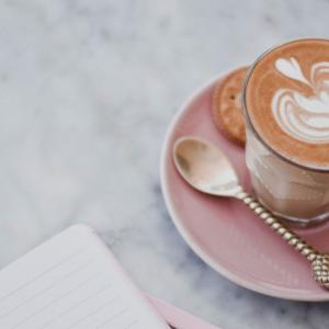 【英会話】カフェで使える英語フレーズ 海外旅行でカフェを楽しむ!注文〜支払いまで