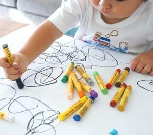 子どもの落書きを家にあるもので消す方法!