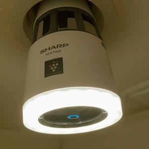 【トイレが臭い②】スペースを有効活用しつつ強力消臭する「電球型空気清浄機」がすごい