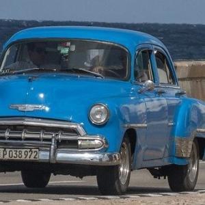 スピッツの「青い車」。曲に「新旧二つの価値観」を重ねた独自解釈