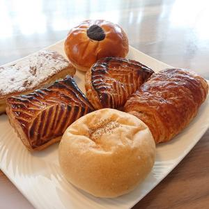 「ビゴの店」のパンでお昼ごはん
