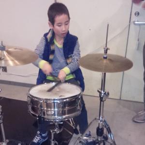 発達障害を持つ子供とドラム教室に通って、本当にドラム叩けた?