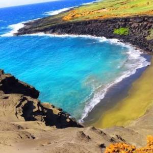 不思議な色のビーチ(´⊙ω⊙`)