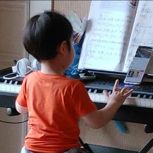 BTS【ダイナマイト】をピアノ演奏  ノリノリ4歳@韓国保育園児