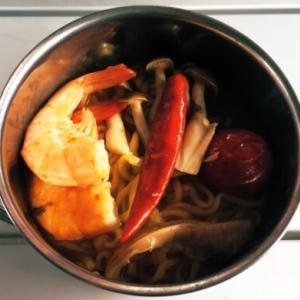【キャンプ飯】夜食に!トムヤムクンラーメンの作り方(簡単レシピ)