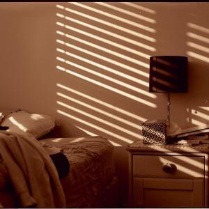 睡眠不足になるやりがちな注意点8つ┃ブルーライトの回避方法
