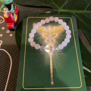 ローズクォーツのブレスの方季節の変わり目あなたの心と体からの 大切なメッセージ