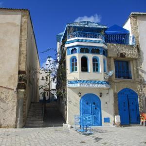 【ビゼルト】チュニジアの小樽といわれる運河沿いを歩く